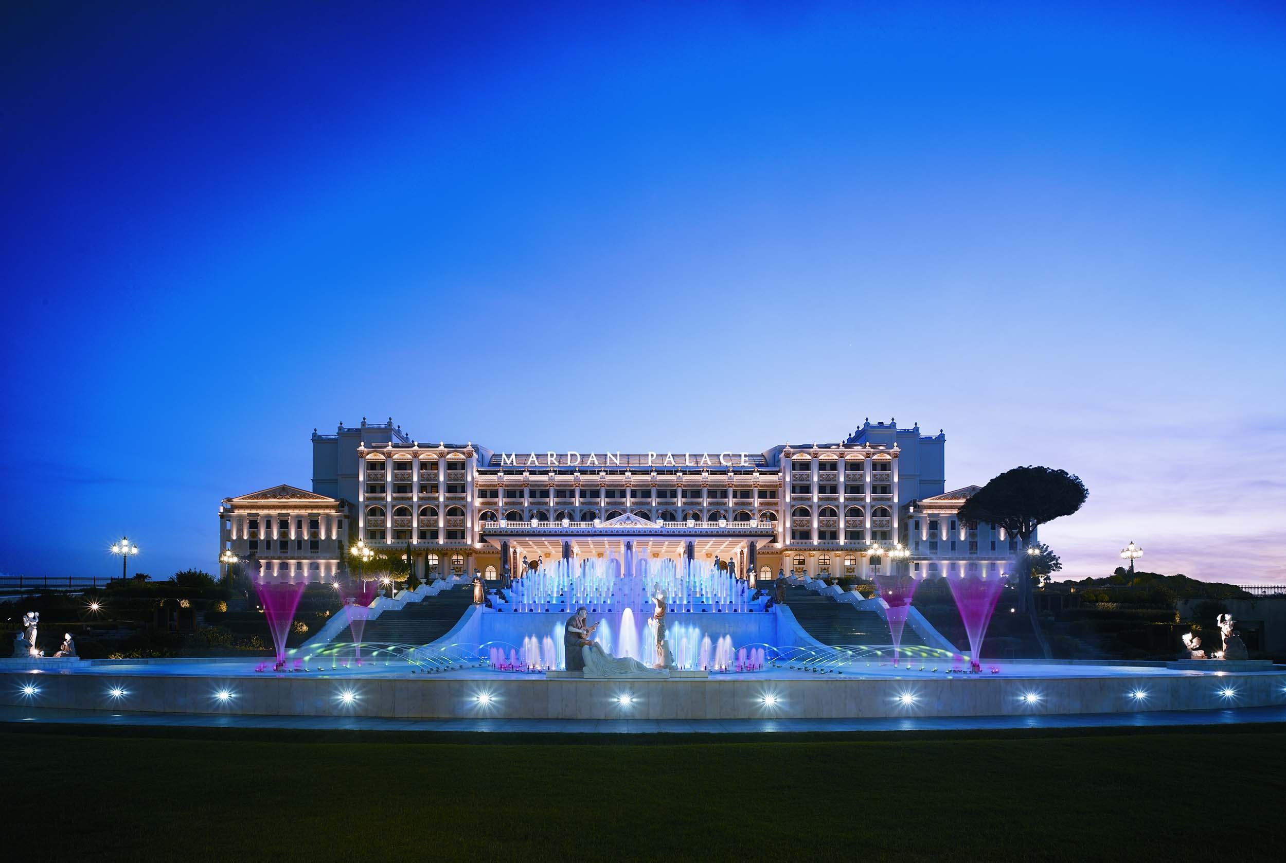 Hotel de lujo con arrecife hoteles originales for Hoteles de lujo en caceres