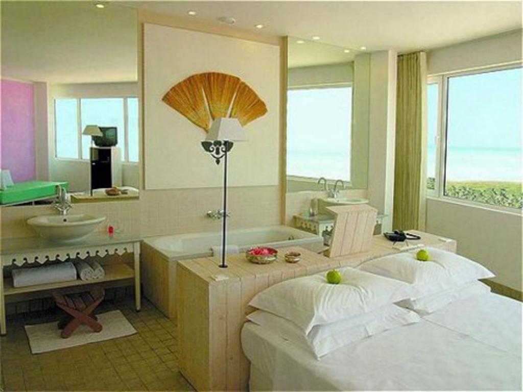 Hotel que gira 360 hoteles originales for Hoteles con habitaciones comunicadas
