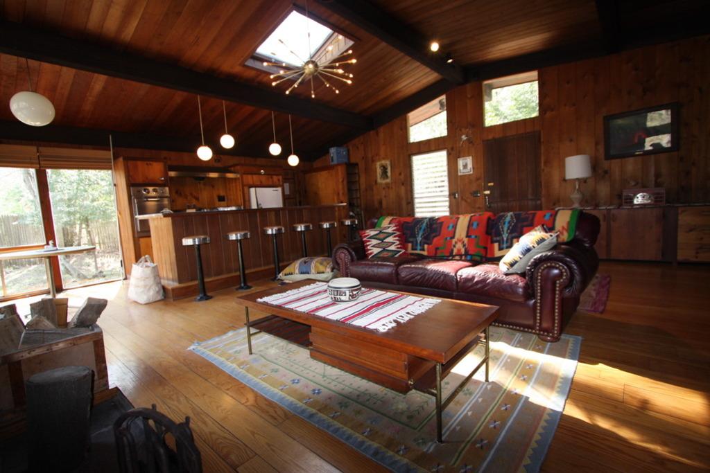 decoración de interiores salas rusticas:de woodstock en 1969 el motel se compone de varias cabinas rusticas