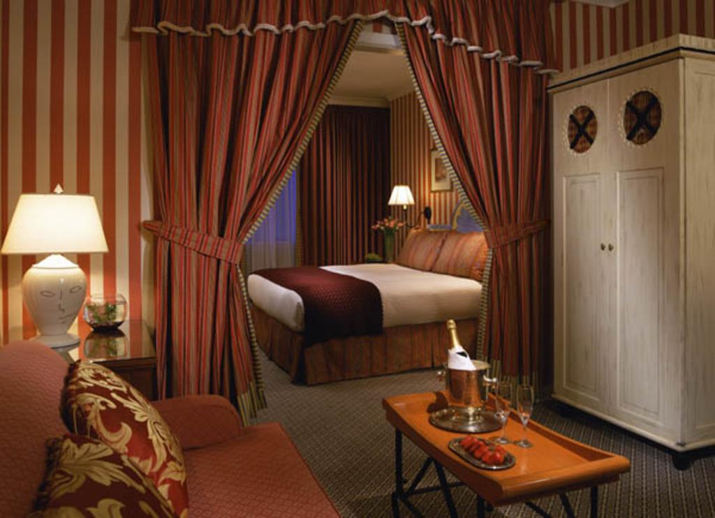 Hotel con peces de colores, adivinas y suites excéntricas | Hoteles ...