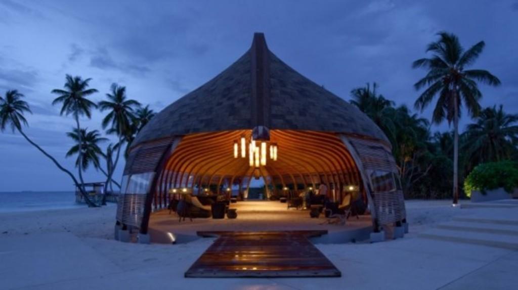 Hotel ecol gico sobre un arrecife de coral hoteles for Islas maldivas hoteles en el agua
