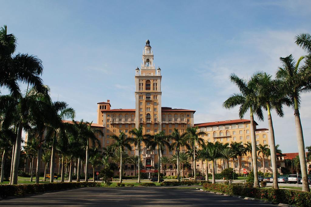 el hotel biltmore es uno de los hoteles ma antiguos de miami el hotel destaca por su lujosa decoracin y su llena de arcos