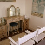 beach-hut-dressing-table