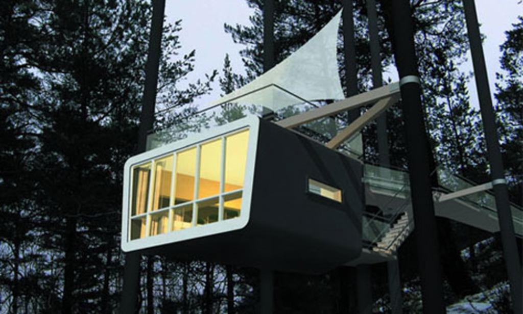 Casas de rbol cubos con espejos y ovnis hoteles for Hotel con casas colgadas de los arboles