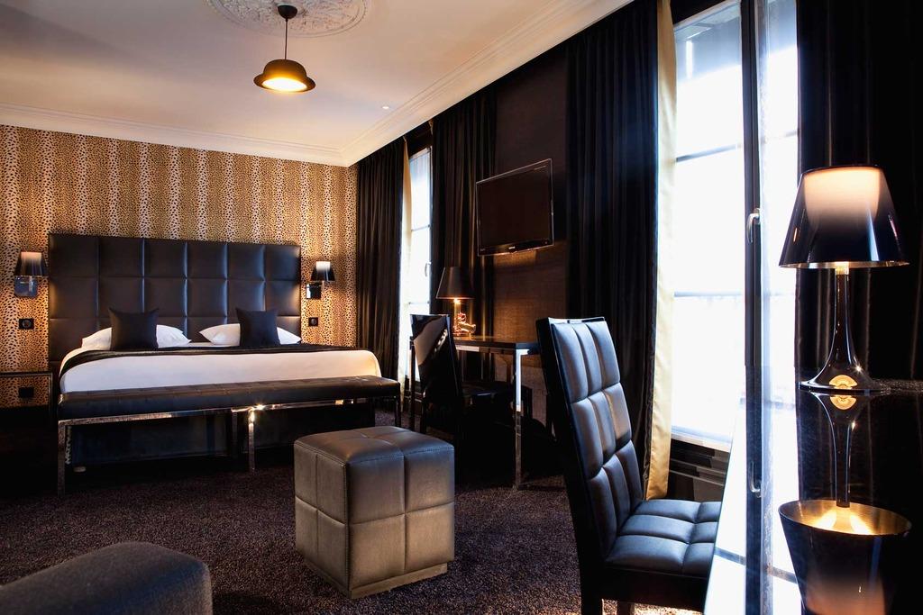 Habitaciones de cuero con vistas a la torre eiffel - Decoracion habitaciones de hotel ...