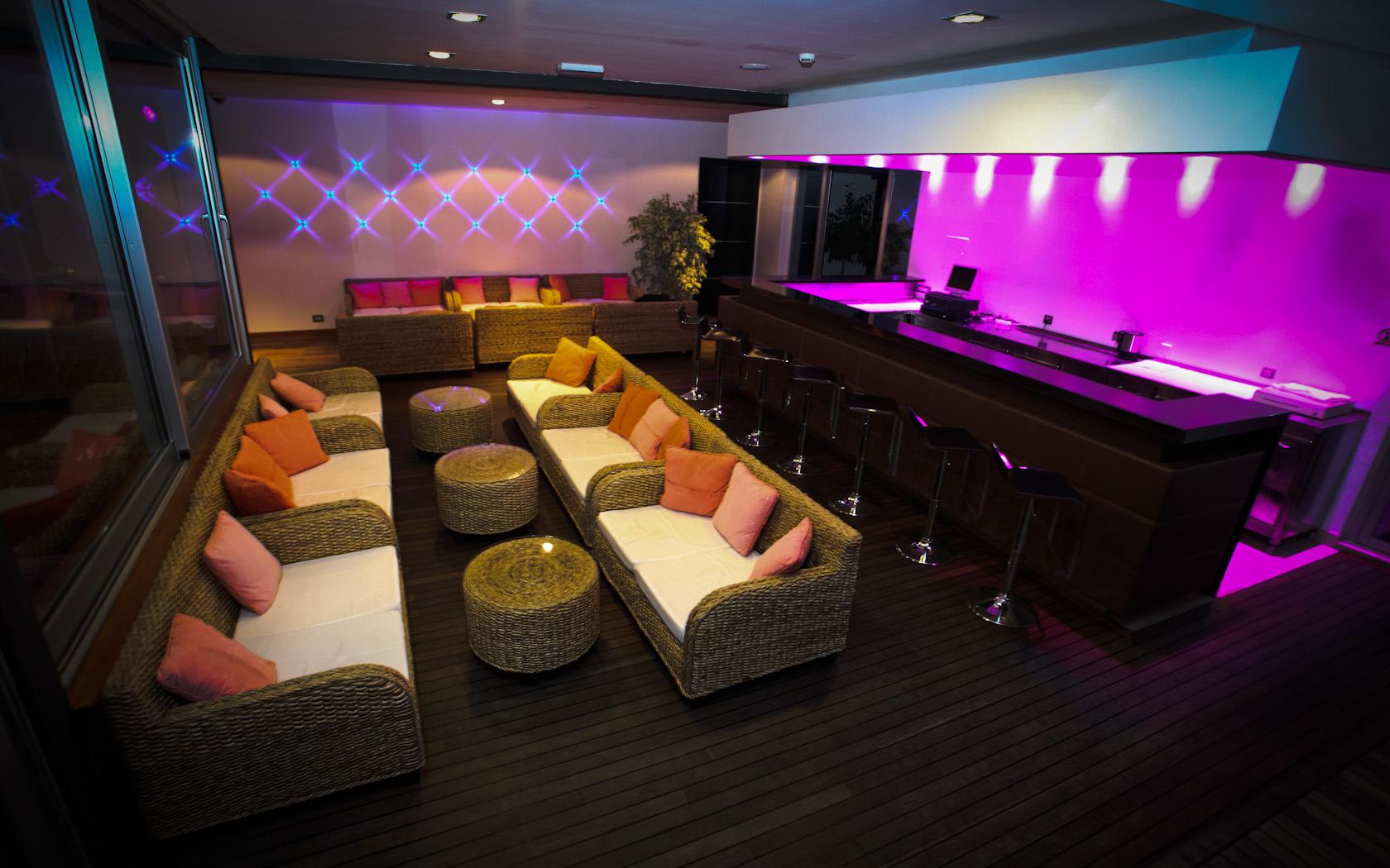 Decoracion De Un Karaoke ~ Hotel Gala Split, habitaciones moradas con vistas al mar  Hoteles
