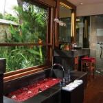 pbal_1366x570_room_deluxe_pool_villa_bath02