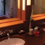 pbal_1366x570_room_gardenview_cottage_suite_bath05