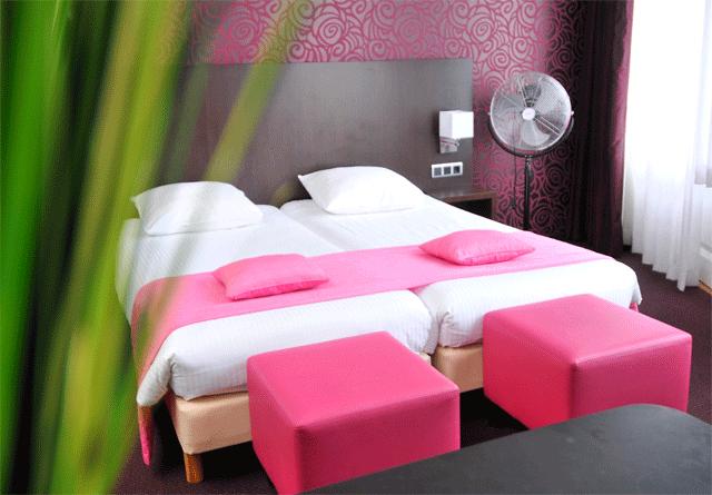 Hotel view vistas a los canales desde suites de cuero for Amsterdam casa rosa