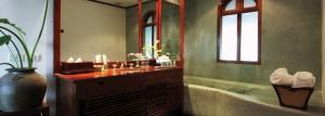 plua_1366x490_room_mountain_view_junior_suite_bathroom01